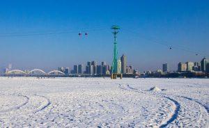 Отопительный сезон зима Китай Харбин холод – замерзшая река / мороз / фестиваль ледяных фигур Харбин